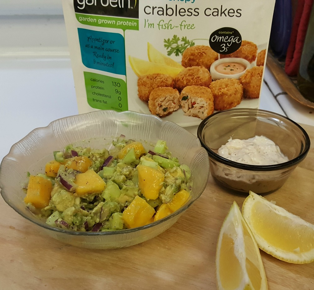 Healthy in a hurry! @gardein Crabless Cakes with Mango Avocado Salsa. #OHMgardin #recipe #ad