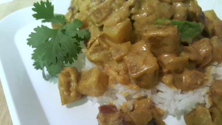 Quick and Easy Vegan Curry Stuffed Avocado Recipe