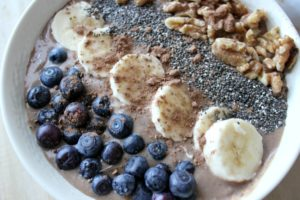 Busy Life? 5 Tips to Stay Healthy. Plus a Banana Walnut Smoothie Bowl