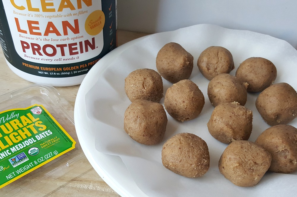 These 4 Ingredient Cashew and Medjool Date Recovery Bites are the perfect solution for an easy and delicious recovery food. They are also great for pre-workout fuel or just for a tasty snack.