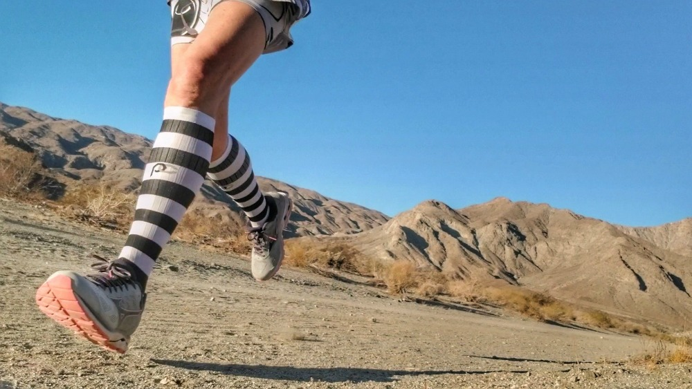 Can Compression Socks help runners? Here are 5 excellent reasons to wear compression socks (or sleeves). #running #runningtips #compressionsocks #runbetter
