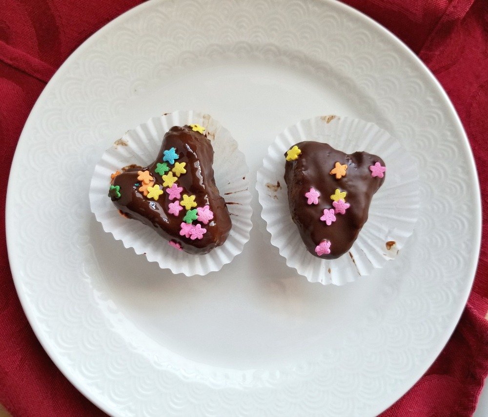 These decadent yet healthy Sweetheart Chocolate Covered Cashew Date Bites are the perfect Valentines treat! Made with whole food ingredients they are also dairy- and gluten-free, vegan, and simply delicious.